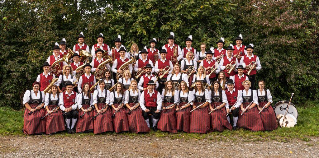 2020 – Gruppenbild aller aktiven Musikerinnen und Musiker des Musikvereins Harmonie Frechenrieden e.V.